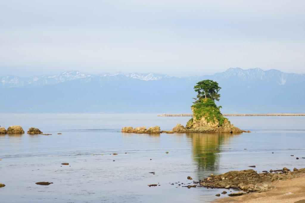 【富山高岡景點】雨過天晴的雨晴海岸:眺望積雪立山連峰