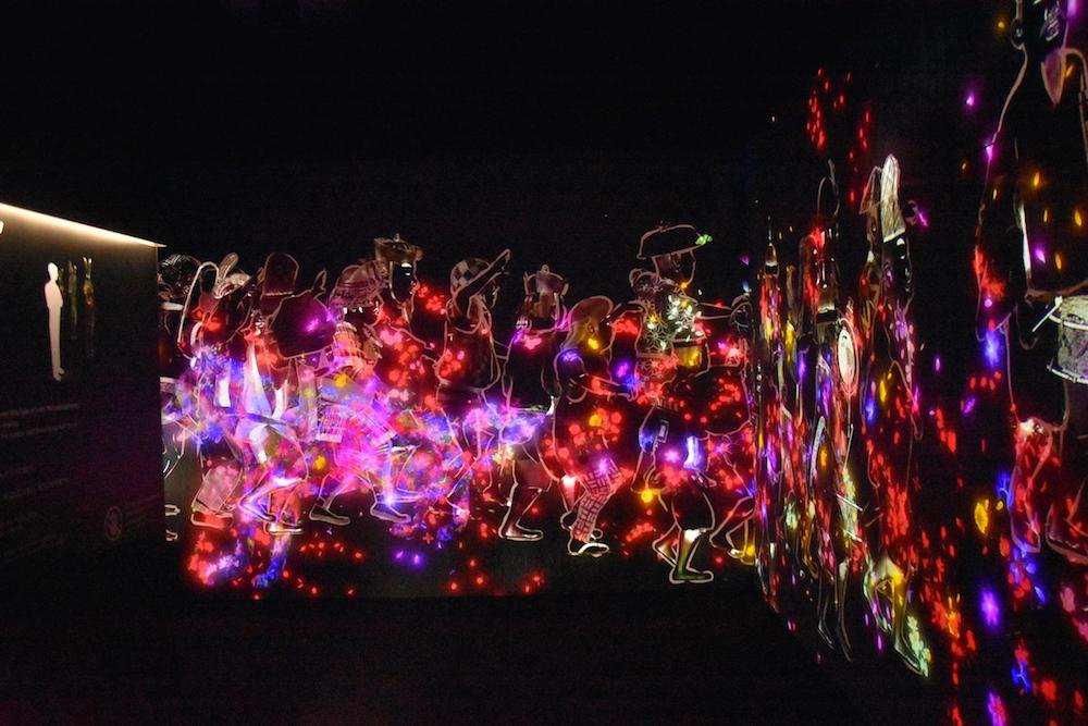 東京新展覽:台場teamLab Borderless數位藝術美術館!繽紛燈光投影互動設計