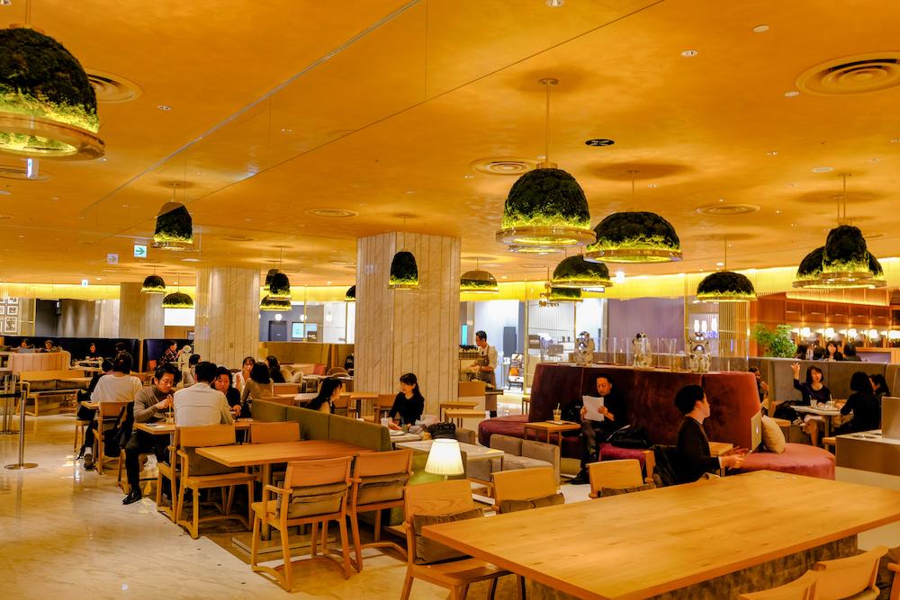 機器人咖啡廳「Pepper PARLOR」店內座位 寬敞環境