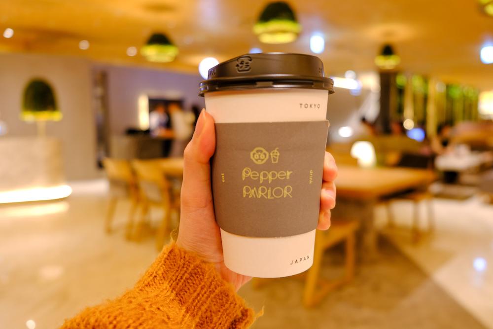 機器人咖啡廳「Pepper PARLOR」熱拿鐵