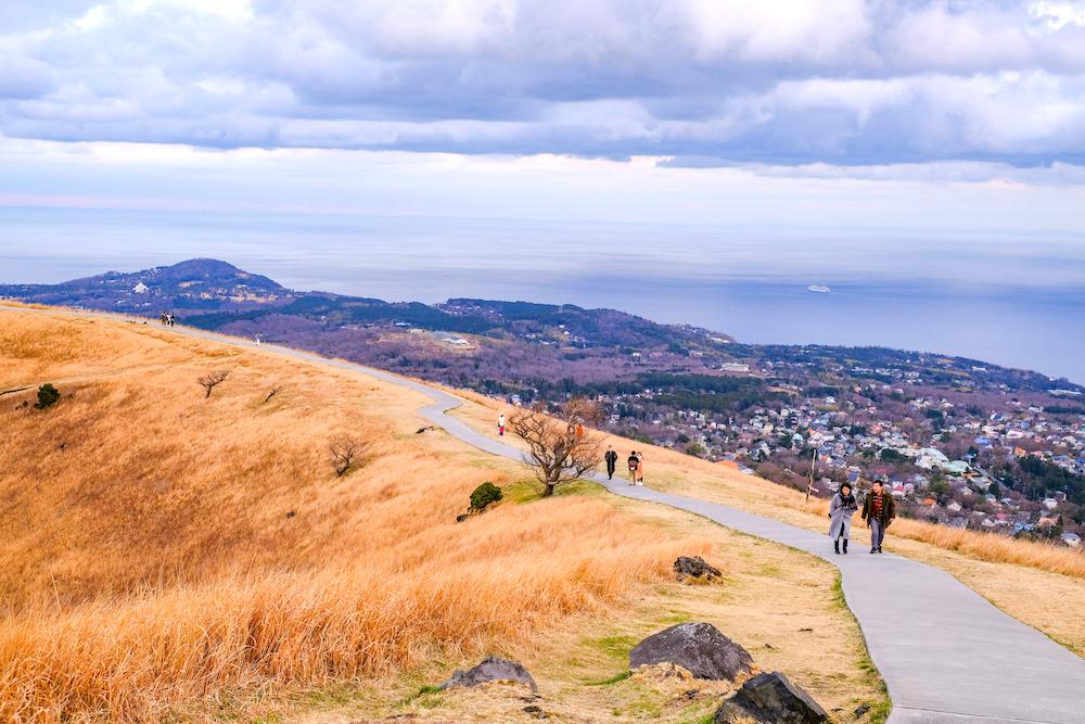 靜岡伊東旅行・伊豆高原「大室山」山頂風景 沿海風景