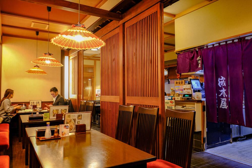 溫泉街晚餐,信州戶隱蕎麥老舖「成木屋」店內座位