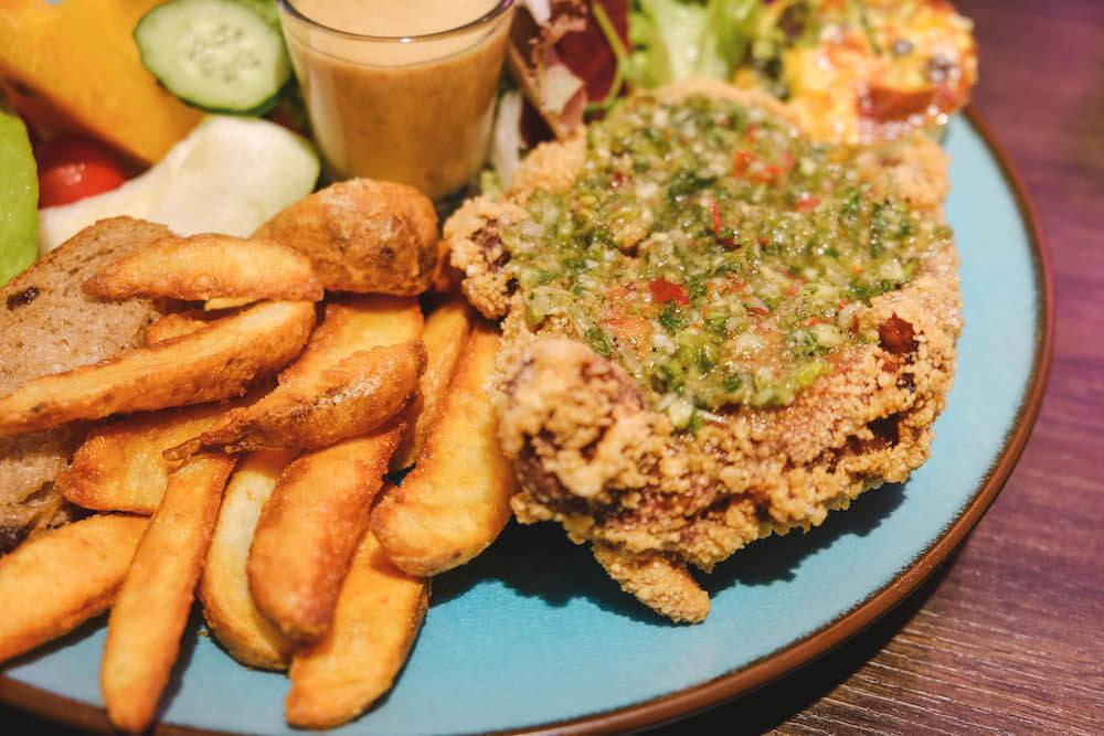 鹿境早午餐 Arrival Brunch & Cafe 料理 餐點 咔啦雞腿大餐盤
