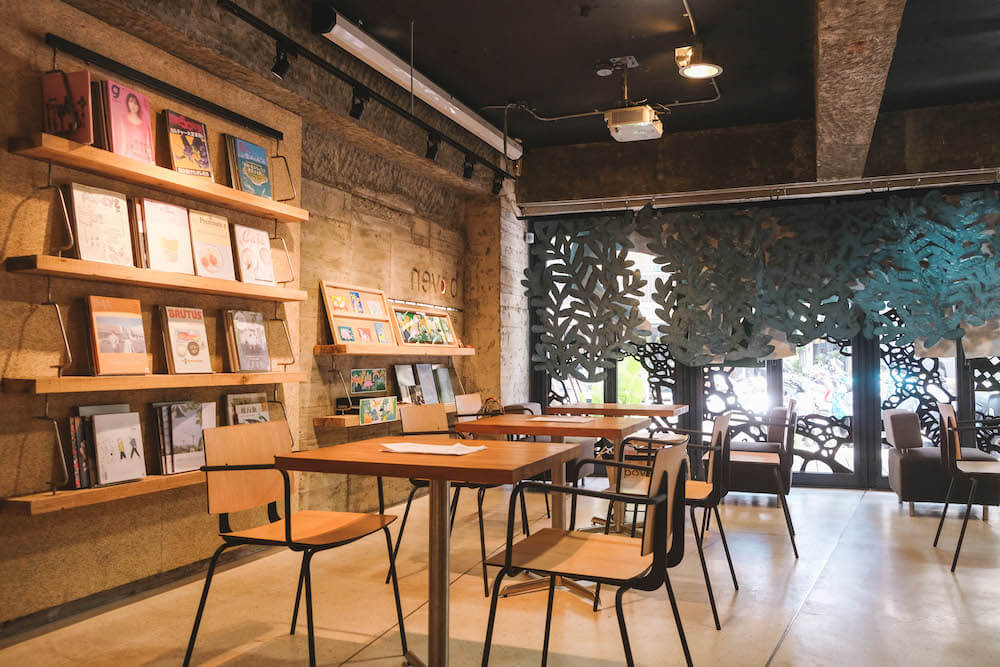 忠孝復興不限時咖啡廳・boven Cafe & Library|蜂蜜奶油吐司&靜謐文青閱讀空間