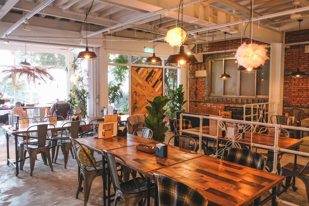 台北濱江街・Ln.180咖啡廳|看飛機起降的白色森林系咖啡廳,遠離塵囂的夏日午後