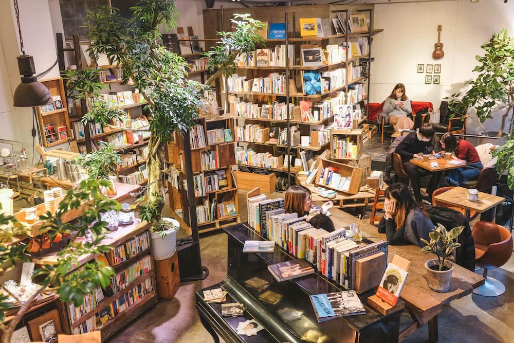 東京上野書店咖啡「ROUTE BOOKS」:書香與植物相伴,藏身巷弄復合型老屋咖啡