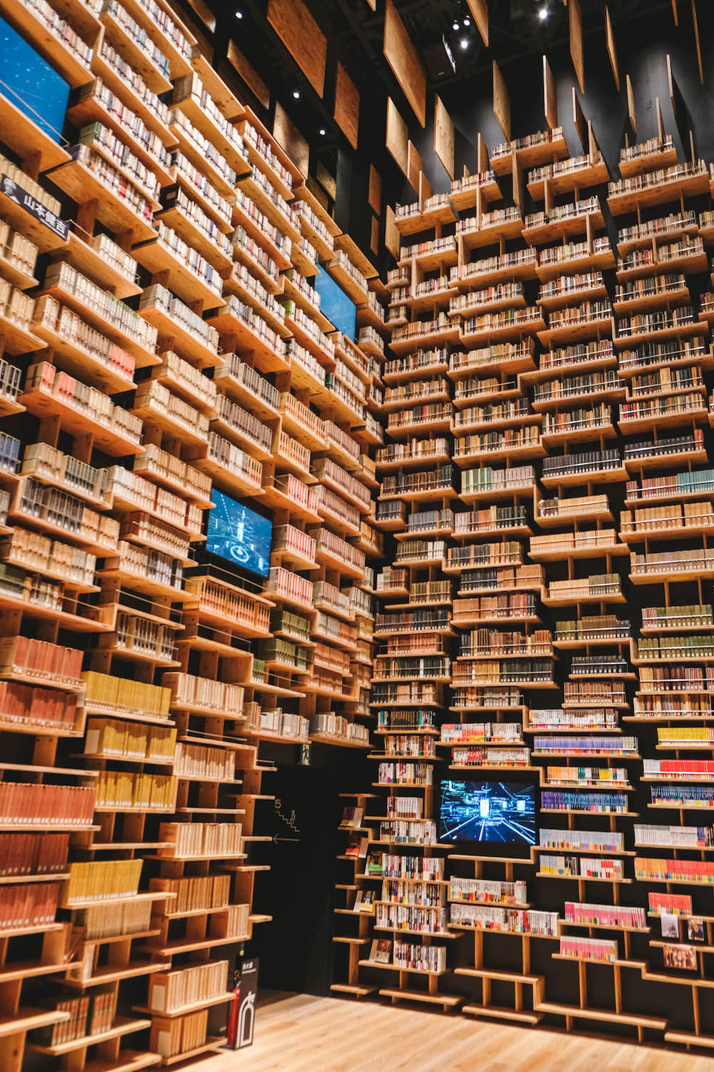 埼玉新景點・所澤角川武藏野博物館|巨型書架劇場圖書館&武藏野森林teamLab展覽