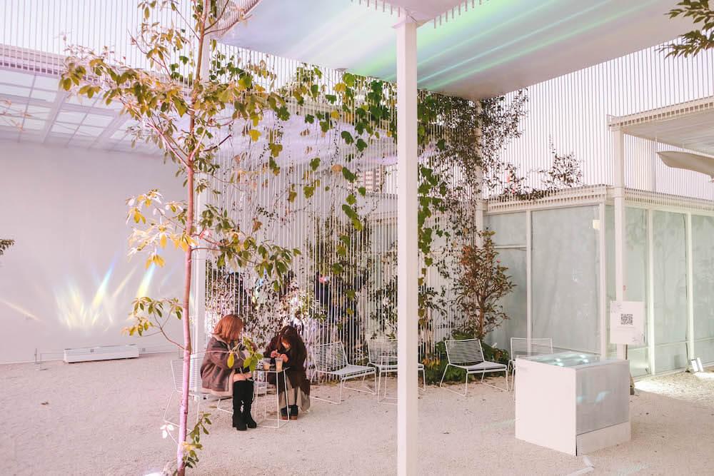 東京台場・ARTBAY CAFE|藝術與咖啡交融,摩天輪下的白色半露天玻璃屋