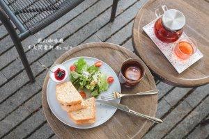 王大閎書軒 dh café:圓山花博咖啡廳推薦,隱身北美館旁綠意圍繞的玻璃書屋