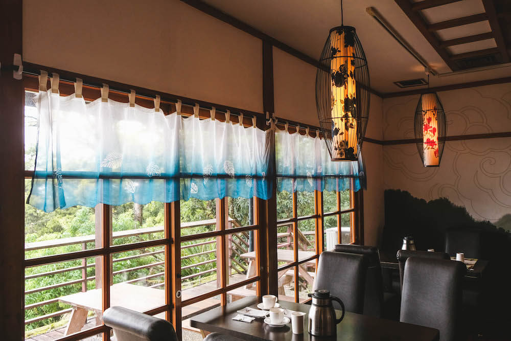 陽明山景觀餐廳「草山行館」:總統府官邸改建咖啡廳&藝術展覽空間,雨過天晴的美齡懷舊午茶