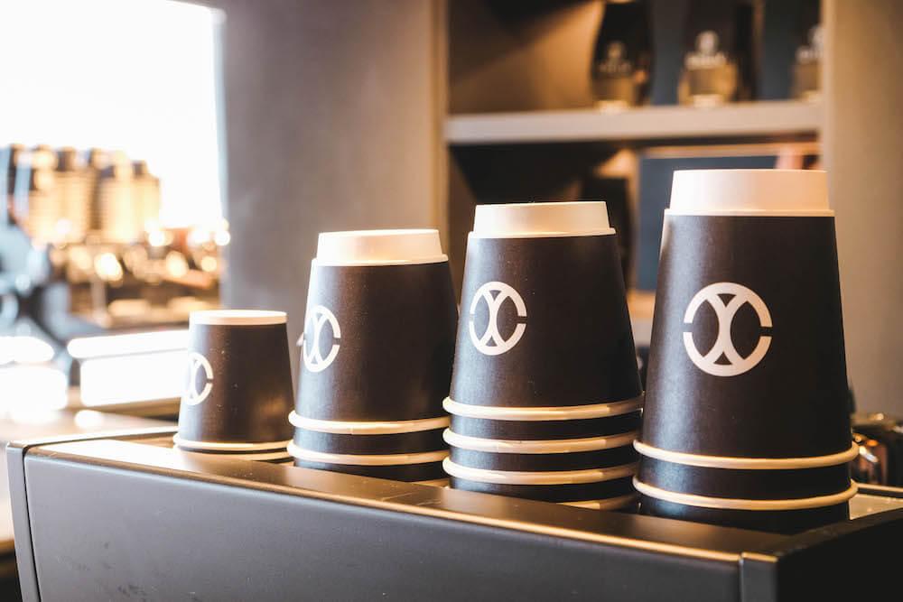 九份咖啡廳「CHLIV Jiufen」:極簡風格世界冠軍拉花,療癒眺望海景咖啡館