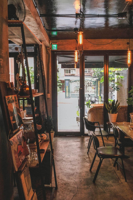 大安森林公園站・2J CAFE|古民家老宅改建,工業風韓系不限時咖啡廳